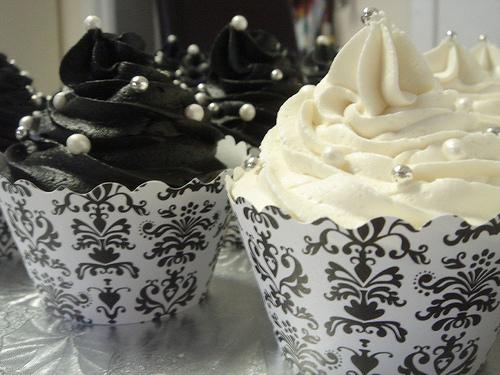 B & w cupcakes